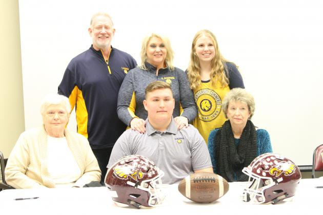 Noble's family watches on as the Offensive Lineman signs with Texas A&M University-Commerce.
